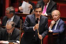 """<p>François Fillon à l'Assemblée nationale. Au fil des joutes entre l'opposition et le gouvernement, mais aussi des querelles de la majorité, la langue française s'est enrichie en deux jours de deux néologismes: """"imprivatisable"""" et """"inénervable"""". /Photo d'archives/REUTERS/Jacky Naegelen</p>"""