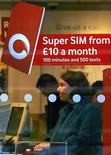 <p>Un negozio Vodafone. REUTERS/David Moir</p>