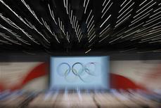 <p>Logo dei Giochi Olimpici in mostra nella sede del Cio dove sono state presentate le candidature per le Olimpiadi del 2016. REUTERS/Denis Balibouse</p>