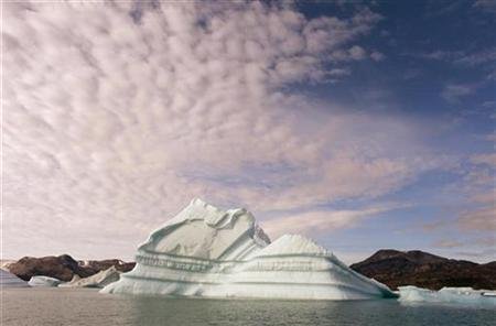 An iceberg floats in a fjord near the town of Kulusuk in eastern Greenland August 2, 2009. REUTERS/Bob Strong