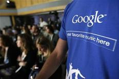 <p>Una maglietta con il logo di Google. REUTERS/Mario Anzuoni</p>
