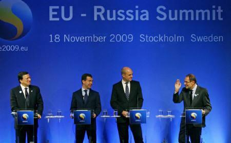 European Commison President Jose Manuel Barroso (L), Russian President Dmitry Medvedev (2nd L) and Swedish Prime Minister Fredrick Reinfeldt (3rd L) listen as EU Foreign Policy Javier Solana speaks at a news conference after a one-day EU-Russia summit in Stockholm November 18, 2009. REUTERS/Bob Strong