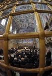 <p>Papa Benedetto XVI oggi durante l'incontro con gli artisti. REUTERS/Osservatore Romano (VATICAN RELIGION SOCIETY ENTERTAINMENT IMAGES OF THE DAY)</p>