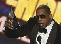<p>El cantante Jay-Z acepta el galardón a artista masculino favorito de hip hop en la entrega de premios American Music en Los Angeles, California nov 22 2009. REUTERS/Mario Anzuoni (UNITED STATES)</p>