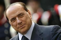"""<p>L'édition italienne du magazine Rolling Stone a désigné Silvio Berlusconi """"rock star de l'année"""" au terme d'une année émaillée d'une série d'affaires de moeurs pour le président du Conseil. /Photo prise le 7 octobre 2009/REUTERS/Tony Gentile</p>"""