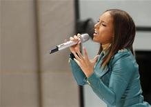"""<p>Alicia Keys fotografata ieri durante un'esibizione nell'ambito dello show """"Today"""" sul canale Usa NBC. REUTERS/Brendan McDermid (UNITED STATES ENTERTAINMENT)</p>"""