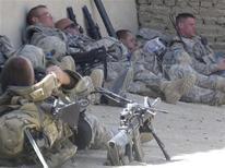 <p>Американские солдаты отдыхают после рейда на востоке Афганистана 13 сентября 2009 года. Американские войска покинут Афганистан через 8-9 лет, сообщил во вторник Белый дом. REUTERS/RTV</p>