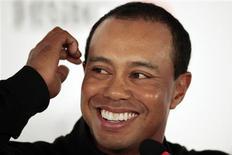<p>Foto de arquivo de Tiger Woods, considerado o melhor golfista do mundo e uma figura de destaque no marketing esportivo, em 3 de novembro de 2009. Ele sofreu um acidente de carro na Flórida nesta sexta-feira, mas já recebeu alta do hospital. REUTERS/Aly Song</p>