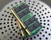 <p>Un semiconduttore. REUTERS/Nicky Loh</p>