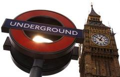 <p>A London underground sign is pictured below Big Ben, London, September 3, 2007. REUTERS/Luke MacGregor</p>