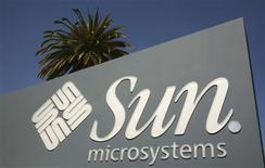 <p>La Commission européenne annonce que son examen du rachat de Sun Microsystems par Oracle aura un résultat satisfaisant après que le spécialiste des logiciels a dévoilé un certain nombre de mesures destinées à atténuer les craintes de distorsion de la concurrence. /Photo d'archives/REUTERS/Robert Galbraith</p>