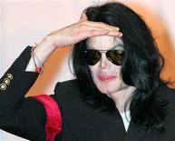 <p>Michael Jackson est la personnalité ayant suscité le plus de commentaires positifs des internautes au cours de l'année, selon le classement établi par Zeta Interactive. /Photo d'archives/REUTERS/Issei Kato</p>