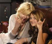"""<p>Rock star Courtney Love and daughter Frances Bean attend the finale of Fox's """"American Idol"""" at the Kodak Theatre in Hollywood May 25, 2005. REUTERS/Chris Pizzello</p>"""