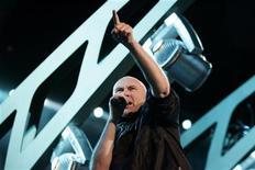 <p>Phil Collins, voce dei Genesis, in concerto. I genesis sono uno dei gruppi che entreranno nella Rock and Roll Hall of Fame. REUTERS/Darrin Zammit Lupi</p>