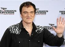 """<p>Foto de archivo del director estadounidense Quentin Tarantino durante la ceremonia previa al estreno de su filme """"Inglourious Basterds"""" en Berlín, jul 28 2009. Tres películas, """"Inglourious Basterds"""", """"Precious"""" y """"Up in the Air"""", recibieron el jueves tres nominaciones cada una para los premios del Sindicato de Actores. REUTERS/Thomas Peter</p>"""