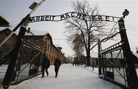 Auschwitz sign thieves detained, not neo-Nazis