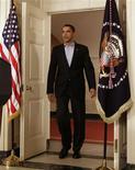 <p>El presidente de Estados Unidos, Barack Obama, a su ingreso al salón diplomático de la Casa Blanca en Washington, dic 19 2009. Obama eligió como coordinador de ciberseguridad nacional a Howard Schmidt, un antiguo consejero de la administración Bush, informó la Casa Blanca el martes REUTERS/Yuri Gripas</p>