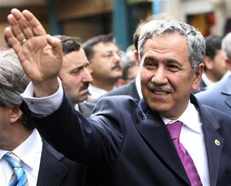 Turkish parliament's former speaker Bulent Arinc waves as he walks with local mayors in Istanbul March 15, 2008. REUTERS/Fatih Saribas