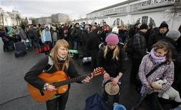 <p>Participants sing religious songs as they arrive to take part in the European Meeting of Young Christians at Targi Poznanskie in Poznan December 29, 2009. About 30,000 people from Europe and other continents will gather for the meeting, which is organised by the Taize Community and is usually held in one of Europe's major cities. The meeting, which will run from December 29, 2009 to January 2, 2010, was organized in response to the invitation of the archbishop and ecumenical leaders of Poznan. REUTERS/Kacper Pempel</p>