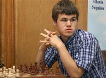 <p>Norwegian chess Grandmaster and chess prodigy Magnus Carlsen takes part in the Aerosvit 2008 International Chess Tournament in the Black Sea resort of Foros in southern Ukraine, June 17, 2008. REUTERS/Stringer</p>