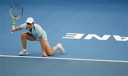 <p>l'italiana Tathiana Garbin nel match perso contro la belga Kim Clijsters al torneo di Brisbane, 3 gennaio 2010 REUTERS/Tim Wimborne</p>