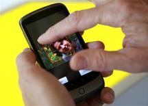 <p>Demonstração do novo smartphone do Google, Nexus One. REUTERS/Robert Galbraith</p>