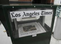 <p>Copie del Los Angeles Times in vendita. REUTERS/Fred Prouser</p>