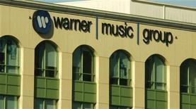 <p>La sede della Warner Music Group a Burbank, California. REUTERS/Fred Prouser</p>