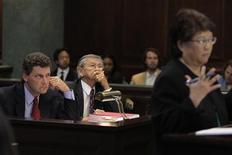 <p>Los fiscales de Los Angeles instaron el viernes a un juez a rechazar la solicitud del director de cine Roman Polanski de ser sentenciado en ausencia por un delito sexual de 1977, diciendo que es un fugitivo que no debería dictar su caso a la distancia. REUTERS/Jae C. Hong/Pool</p>