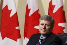 <p>Prime Minister Stephen Harper takes part in an economic roundtable in his Langevin Block office in Ottawa January 18, 2010. REUTERS/Chris Wattie</p>
