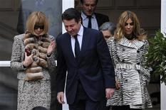 <p>France's Industry Minister Christian Estrosi (C) speaks with Editor-in-chief of American Vogue Anna Wintour (L) as she leaves with Carine Roitfeld (R), Editor-in-Chief of the French edition of Vogue, after a meeting at the Industry ministry in Paris January 25, 2010. REUTERS/Gonzalo Fuentes</p>