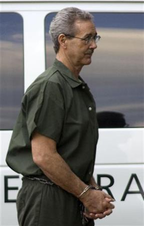 R. Allen Stanford arrives at federal court in Houston wearing handcuffs and leg irons October 14, 2009. REUTERS/Richard Carson