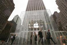 <p>Immagine d'archivio del negozio di Apple sulla Quinta Strada a New York. REUTERS/Brendan McDermid (UNITED STATES - Tags: BUSINESS SCI TECH)</p>
