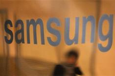<p>Foto de vidro na sede da Samsung em Seoul. Samsung Electronics, Infineon, Hynix e mais sete outras fabricantes de chips devem enfrentar em breve acusações da União Europeia de fixação de preços, afirmaram quatro fontes próximas do assunto. REUTERS/Lee Jae-Won 29/01/2010</p>