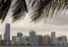 <p>Condominiums are seen in downtown Miami, Florida, October 15, 2007. REUTERS/Carlos Barria</p>