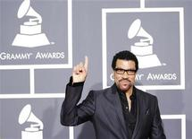 <p>Singer Lionel Richie arrives on the red carpet at the 52nd annual Grammy Awards in Los Angeles January 31, 2010. REUTERS/Mario Anzuoni</p>