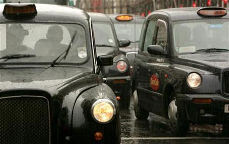 Taxis queue in rush hour traffic in London August 23, 2006. REUTERS/Luke MacGregor