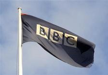 <p>Bandiera di Bbc in foto d'archivio. REUTERS/Toby Melville</p>