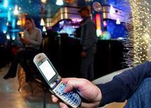 <p>A man keys in a message into a phone in a file photo. REUTERS/Daniele LA Monaca</p>