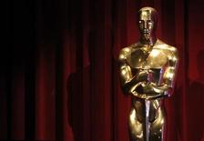 <p>An Oscar statue is seen on stage after the 82nd annual Academy Awards nomination announcements in Beverly Hills February 2, 2010. REUTERS/Danny Moloshok</p>