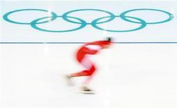 <p>Конькобежец из Польши тренируется перед началом Олимпийских игр в Ванкувере, 8 февраля 2010 года. Ниже представлено расписание соревнований Олимпийских Игр на среду, 24 февраля. REUTERS/Dylan Martinez</p>