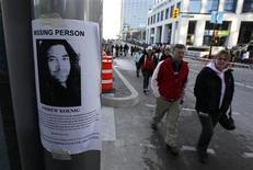 """<p>Imagen de archivo de un cartel de personas desaparecidas en las calles de Vancouver pide información del hasta entonces perdido actor Andrew Koenig. Feb 22 2010. El actor estadounidense Andrew Koenig, que protagonizó la serie de televisión """"Growing Pains"""" en los años '80, se suicidó, dijo su padre después de que la policía localizara el jueves su cadáver en una zona aislada de un parque. REUTERS/Chris Helgren/archivo</p>"""