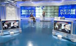 <p>Berlusconi ospite della trasmissione Porta a Porta in una foto d'archivio. REUTERS/Remo Casilli (ITALY POLITICS MEDIA)</p>