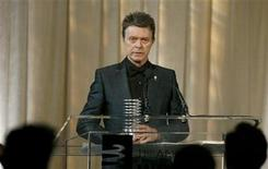 <p>Singer David Bowie receives the Webby Lifetime Achievement award during the 11th annual Webby Awards honoring online content in New York June 5, 2007. REUTERS/Lucas Jackson</p>