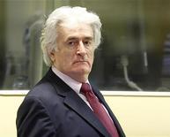 <p>Бывший лидер боснийских сербов Радован Караджич появляется в здании Гаагского трибунала 3 ноября 2009 года. Бывший лидер боснийских сербов Радован Караджич, выступая во вторник в Гаагском трибунале, назвал жесточайшие преступления, совершенные во время войны в Боснии в 1992-1995 годах, мифами, созданными боснийскими мусульманами, и категорически отказался признавать причастность к ним. REUTERS/Michael Kooren</p>