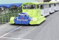 <p>A new electric transport powered by recharging strips embedded in roads that transfer energy through magnetic connections runs during a photo call at the Seoul Grand Park in Gwacheon, south of Seoul, March 9, 2010. REUTERS/Jun Su-young/Yonhap</p>