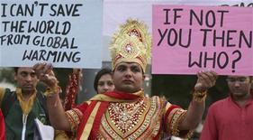<p>Attivista di Greenpeace ad Ahmedabad, India, in foto d'archivio. REUTERS/Amit Dave</p>