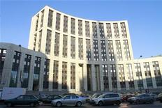 <p>Здание офиса Внешторгбанка в Москве, 5 февраля 2010 года. Депутаты Госдумы РФ предложили госкорпорациям Внешэкономбанк и Агентству по страхованию вкладов поделиться с государством прибылью, заработанной на поддержке финансовой системы. REUTERS/Alexander Natruskin</p>