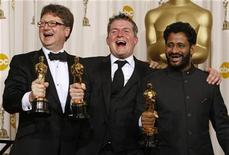 """<p>Ian Tapp (L), Richard Pryke (C) and Resul Pookutty pose with their Oscars for achievement in sound mixing for """"Slumdog Millionaire"""" backstage at the 81st Academy Awards in Hollywood, California February 22, 2009 file photo. REUTERS/Mike Blake</p>"""