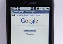 <p>Un telefono T-Mobile G1 Google che usa il sistema operativo Android. REUTERS/Mike Blake</p>